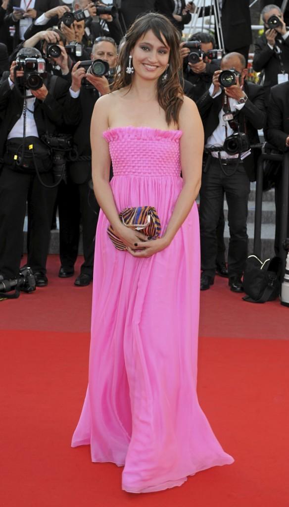 Festival de Cannes 2010 : la robe longue rose de Marie Gillain