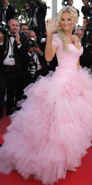 Cannes 2011 : La robe de princesse d'Adriana Karembeu : too much ?