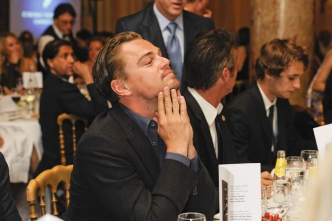 Leo n'a qu'une envie, que le dîner se termine !