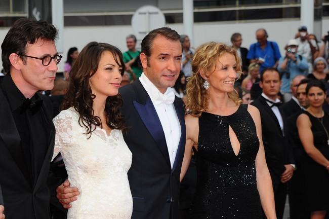 Jean Dujardin reçoit le prix d'interprétation masculine! C'est Alexandra qui soit être fière de son homme!