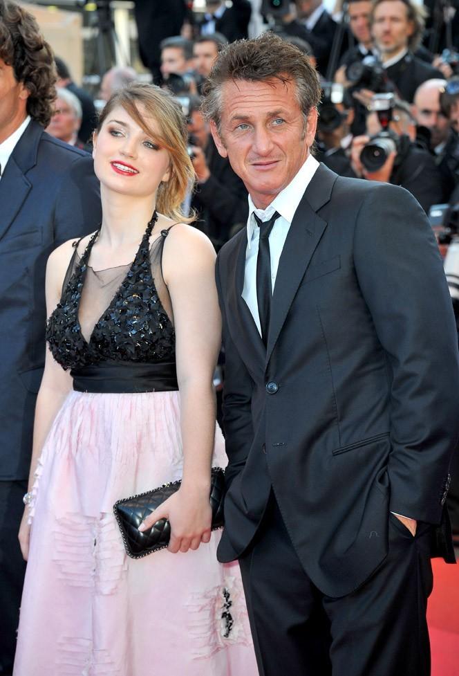 Eve Hewson est restée collée à Sean Penn !