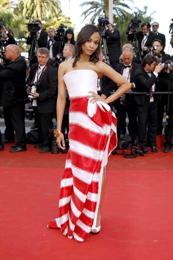 Zoe Saldana, superbe en rouge et blanc !