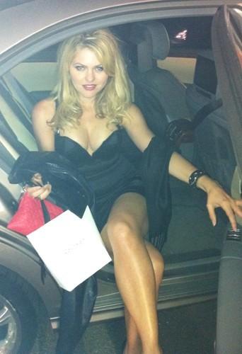 Cannes 2011 : sortie de voiture pour Célyne Durand