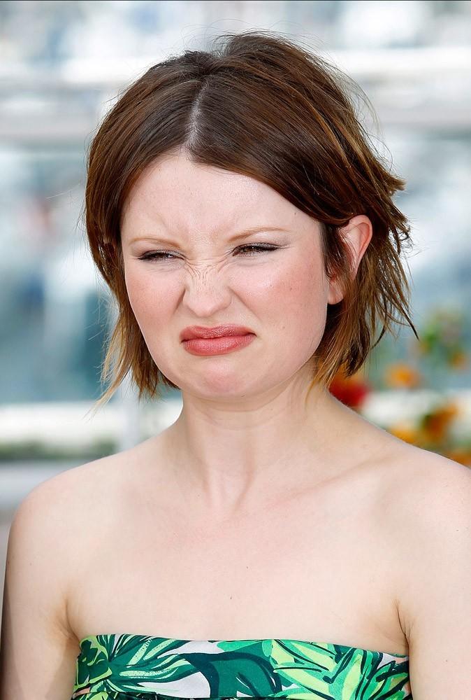 Photos : Cannes 2011 : Emily Browning fait la grimace avant son photocall pour Sleeping beauty !