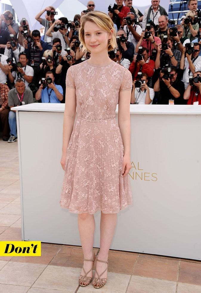 Festival de Cannes 2011 : la robe en dentelle Valentino de Mia Wasikowska