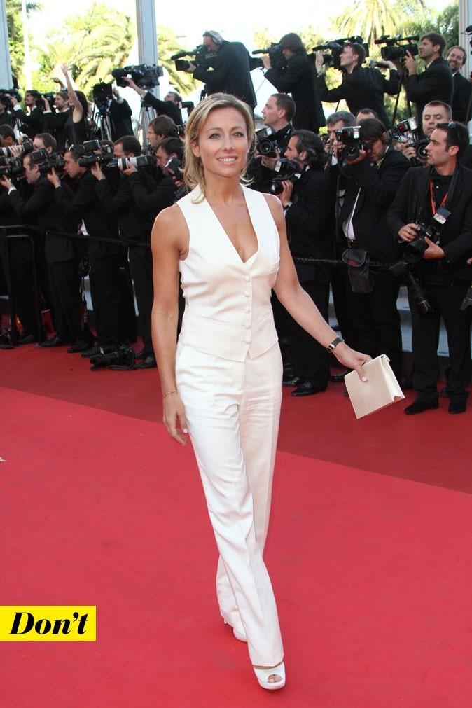 Festival de Cannes 2011 : le tailleur pantalon blanc d'Anne-Sophie Lapix
