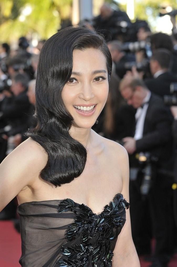 Le side hair ondulé de Li Bing Bing