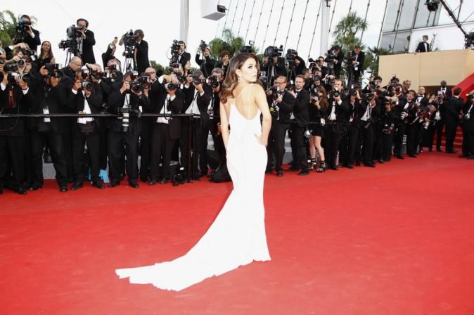 Cannes 2012 : Eva Longoria éblouissante, brillante, aveuglante en blanc pour sa seconde montée des marches