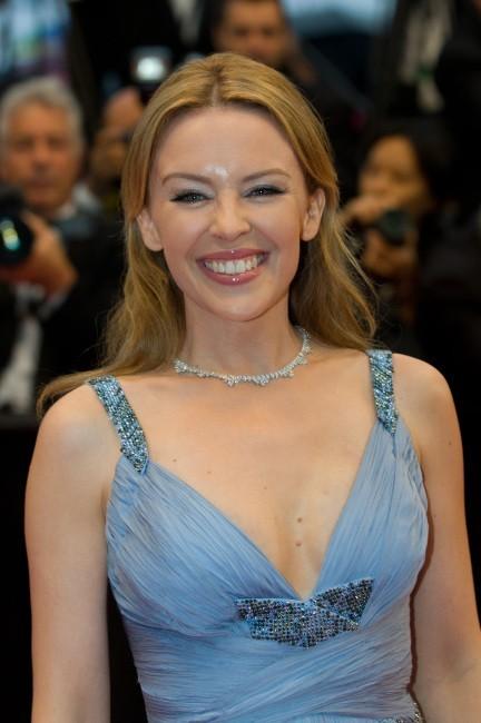 Kylie Minogue lors de la montée des marches du film Therese Desqueyroux à Cannes, le 27 mai 2012.