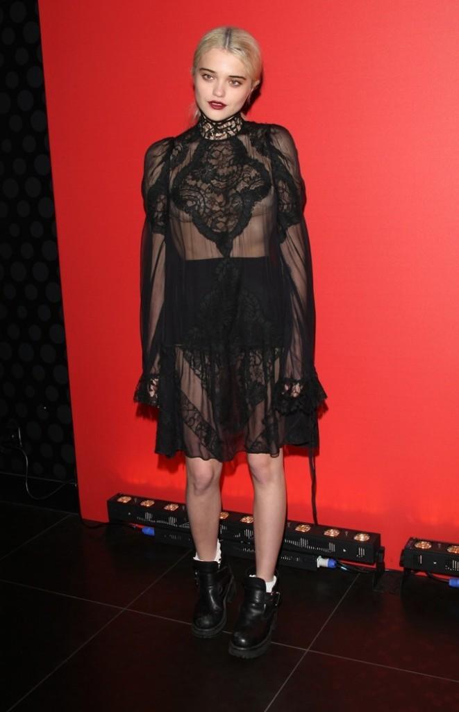 Sky Ferreira à la soirée Givenchy