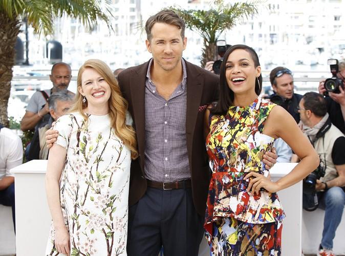 Cannes 2014 : Ryan Reynolds : photocall d�tente aux c�t�s de Mireille Enos et de Rosario Dawson !