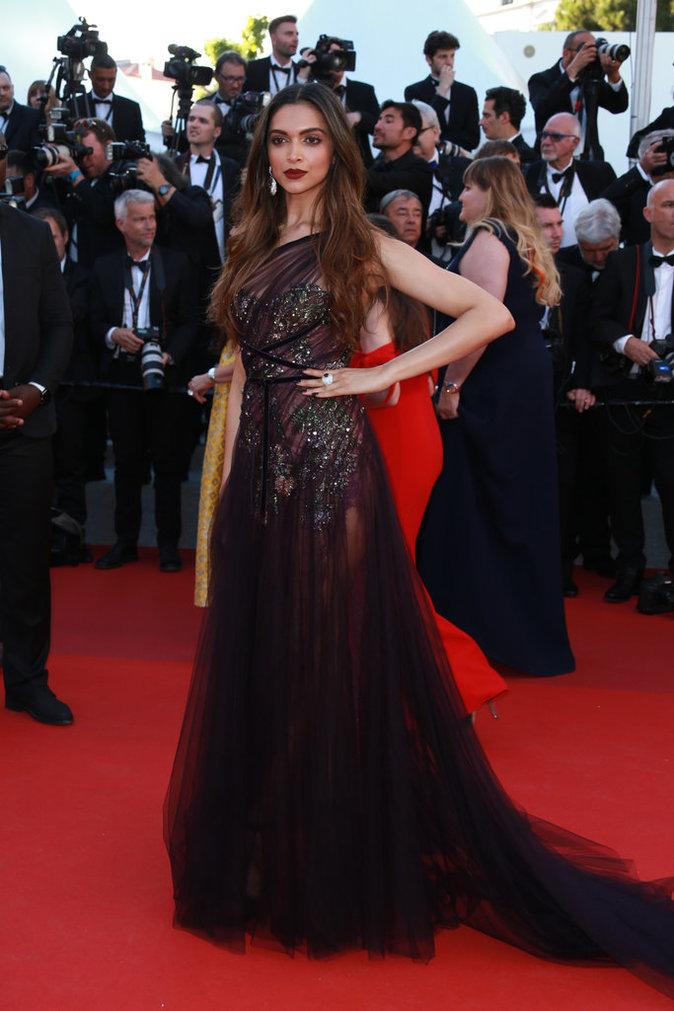 Deepika Padukone porte des bijoux De Grisogono - Cannes, le 17 mai 2017