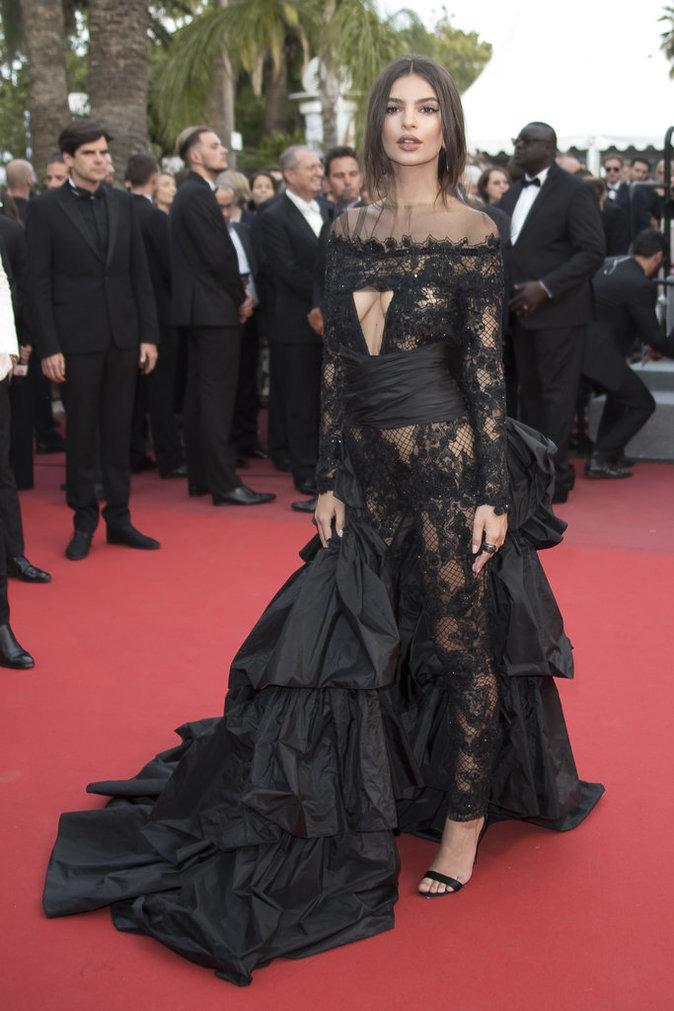 Emily Ratajkowski en combinaison Peter Dundas et bijoux De Grisogono - Cannes, le 18 mai 2017