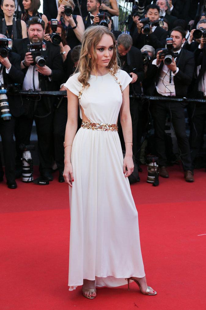 Lily-Rose Depp en robe Chanel - Cannes, le 17 mai 2017