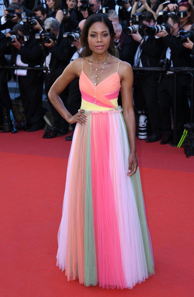 Noamie Harris en robe Gucci et bijoux Swarovski - Cannes, le 17 mai 2017