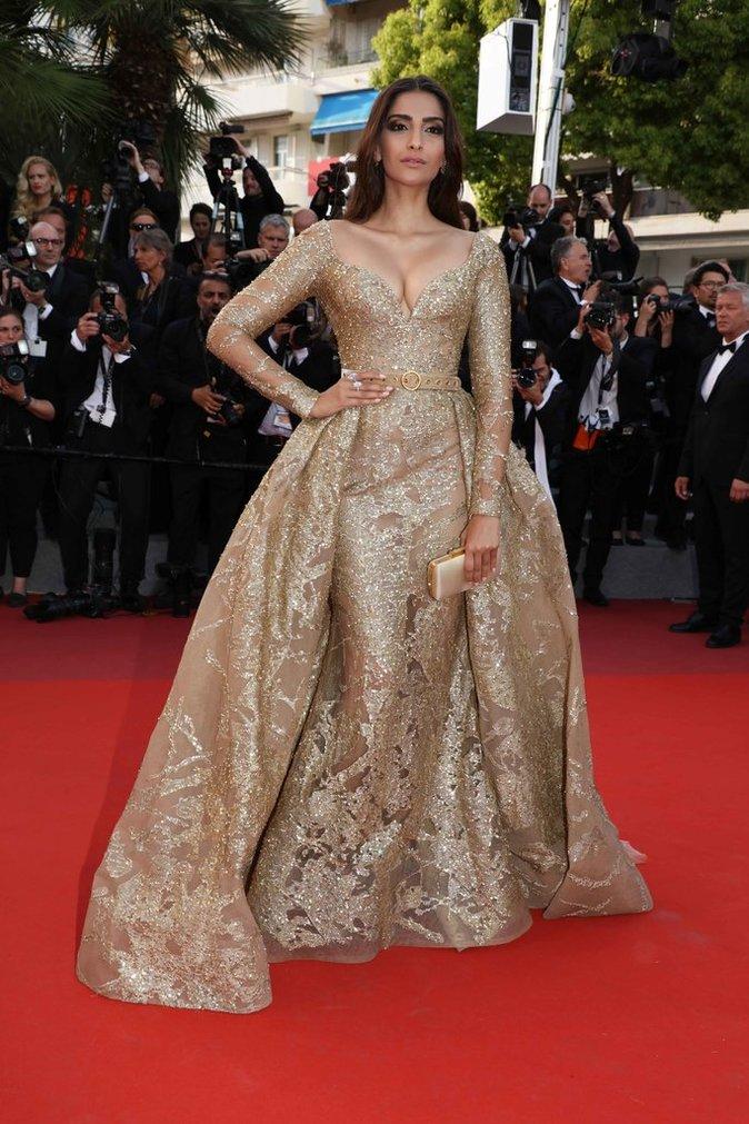 Sonam Kapoor en robe Elie Saab - Cannes, le 21 mai 2017