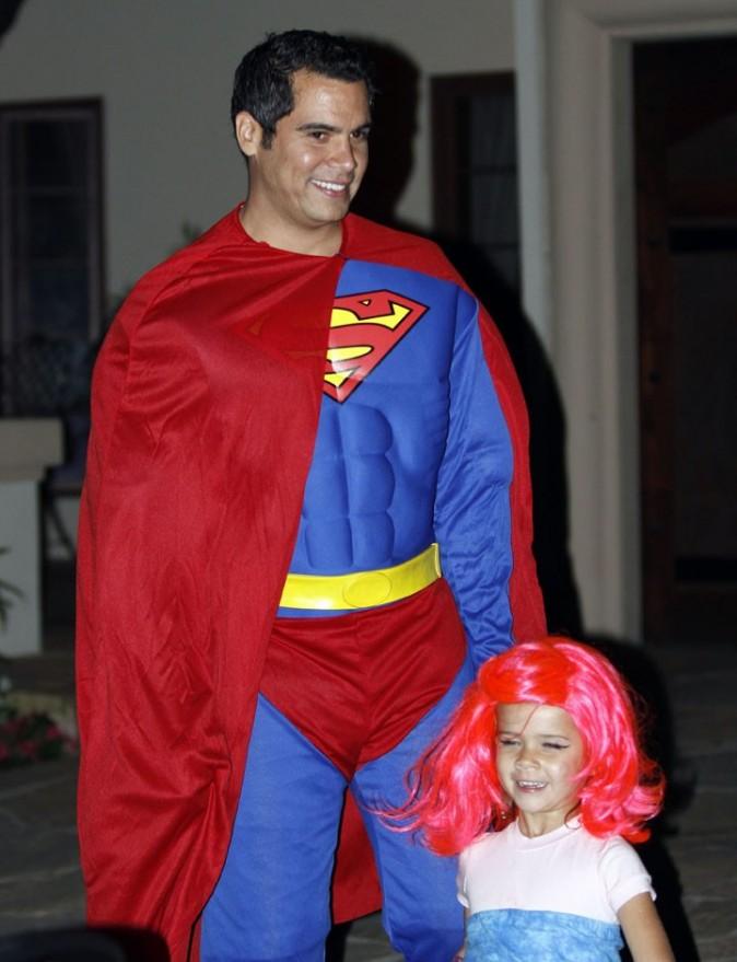 Super papa ets là pour la protéger !