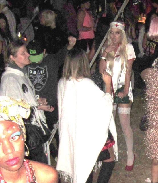Lindsay Lohan en infirmière pour Halloween !
