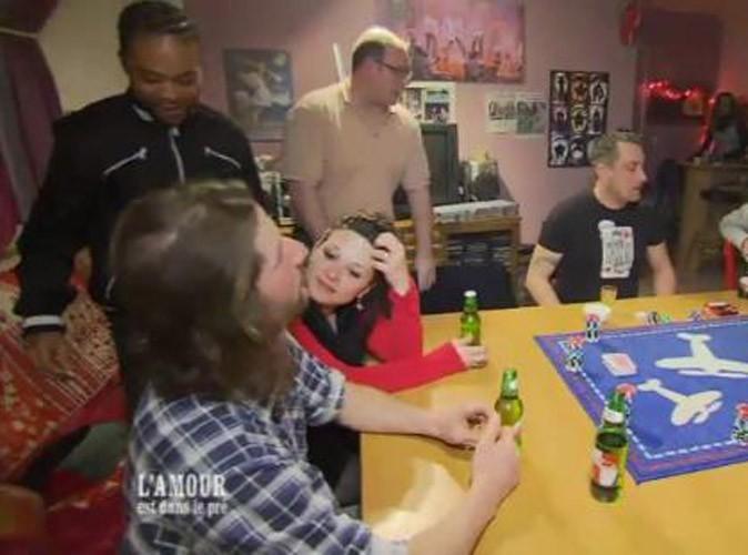 Photos : pour Fabien et ses prétendantes, c'est soirée poker !