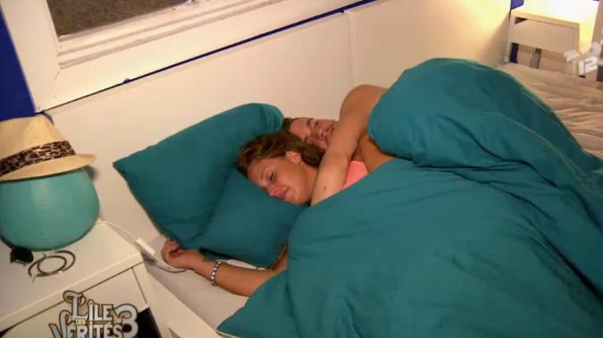 Aurélie et Raphaël dorment ensemble