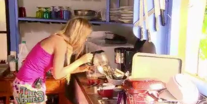 Beverly ne sait pas comment on fait du café!