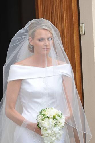 La robe de Charlene était plus simple que celle de Kate