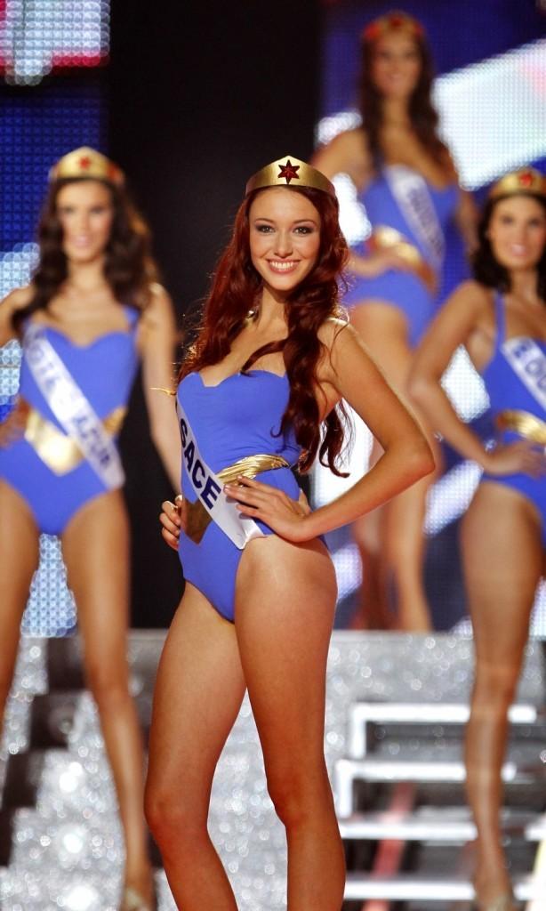 Delphine Wespiser élue Miss France 2012 le 3 décembre 2011