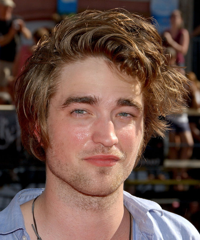 Robert Pattinson a 30 ans aujourd'hui : D'ado crado à sex-symbol...le diaporama !