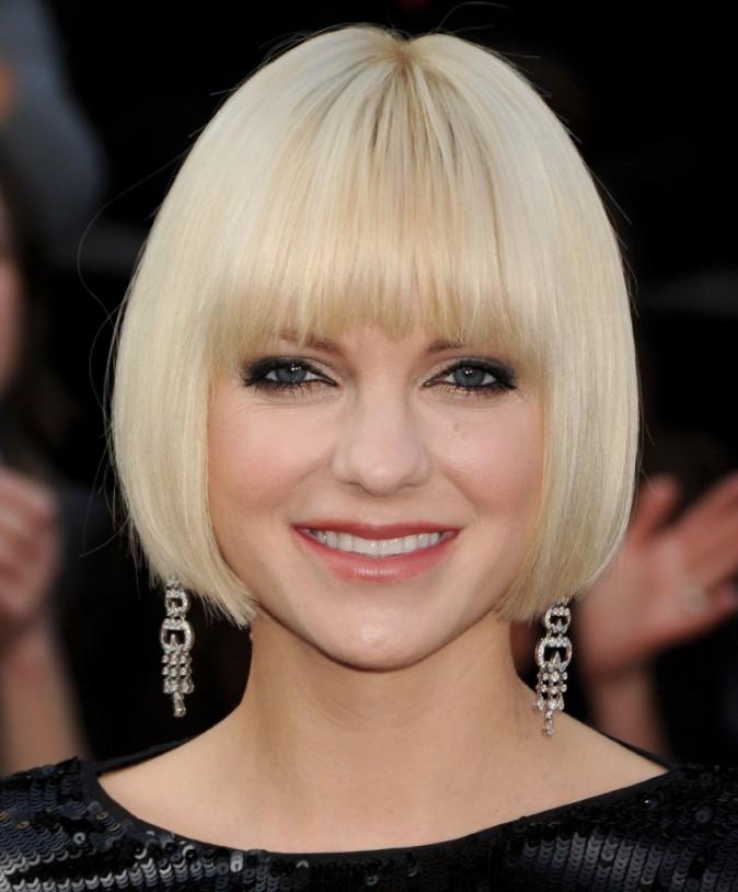 Oscars 2012 focus sur les coiffures de stars - Carre court frange ...