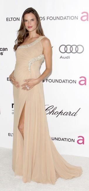 Alessandra Ambrosio lors de l'Oscar Party d'Elton John à Hollywood, le 26 février 2012.
