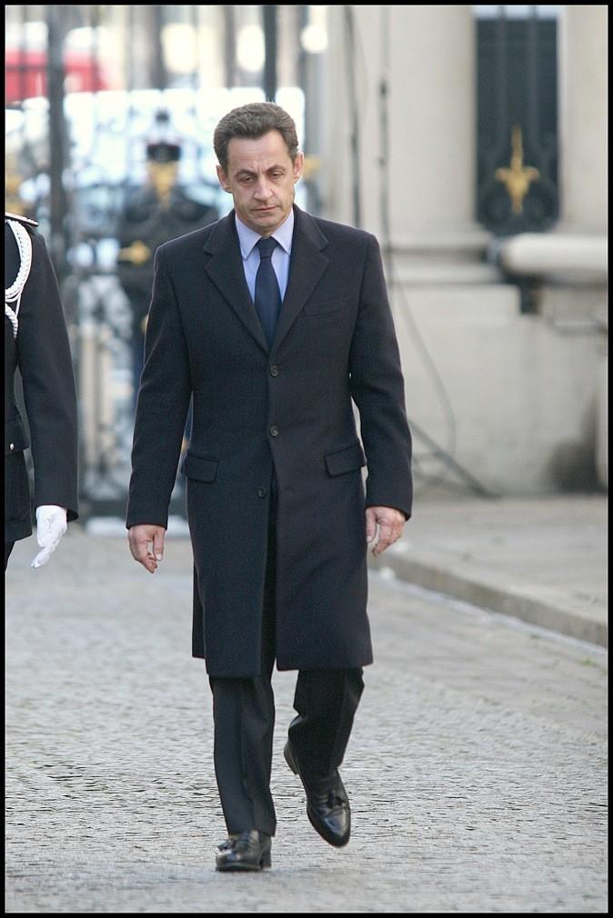 En mars 2007 : long manteau noir assorti aux chaussures