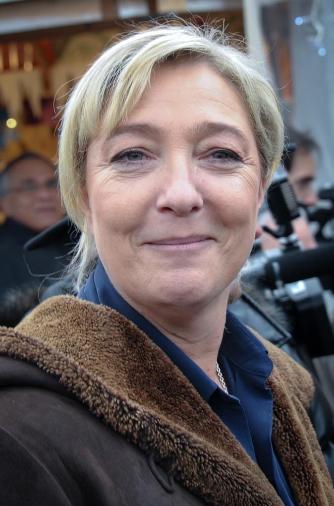 Marine Le Pen: Blonde? Les racines ne trompent pas.