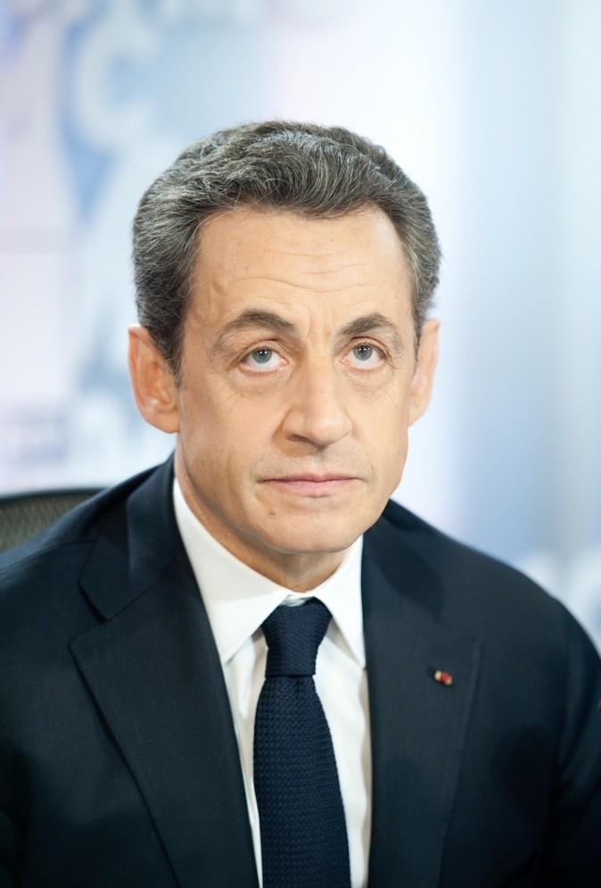 Nicolas Sarkozy: Touffus et poivre et sel mais toujours dans l'ordre, la laque c'est son truc.