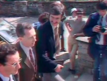 François Hollande apparaît pour la première fois à la télévision en 1981.