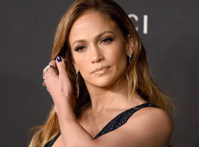 Public Buzz : Jennifer Lopez privatise des toilettes...