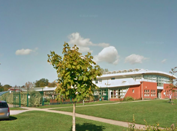 Public Buzz : Un proviseur demande aux parents de ne pas consommer de drogue devant l'école !