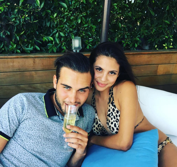 9- Nikola des Anges 8 et Miss Hawaï sont en couple.
