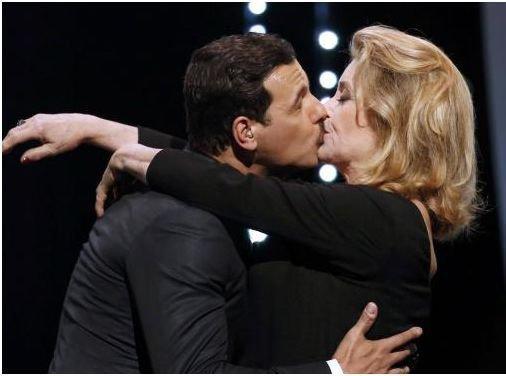 4- Cannes 2016 : Catherine Deneuve : un baiser surprenant...