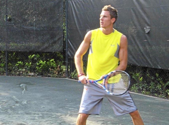 On l 39 a retrouv kevin secret story 3 je donne des for Un cours de tennis