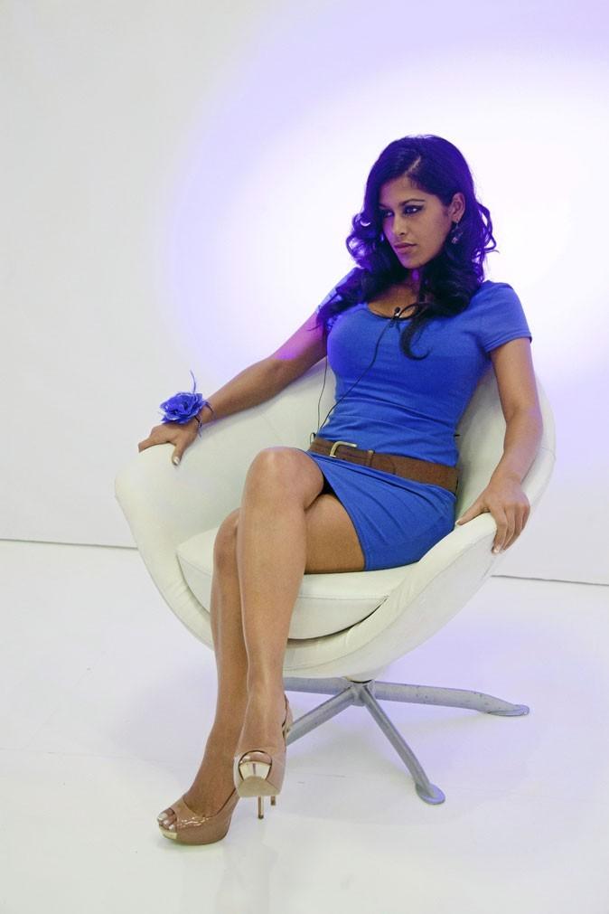 Ayem en 2011 dans Secret Story : s'est-elle fait refaire les seins ?