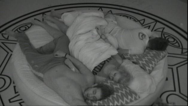 Il s'endort avec Aurélie et Zelko ...
