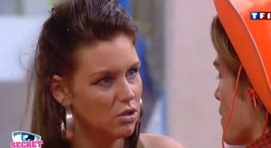 Aurélie complote pour protéger le secret des faux couples...