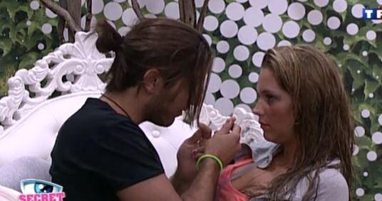 Rudy dispense ses conseils à Aurélie...