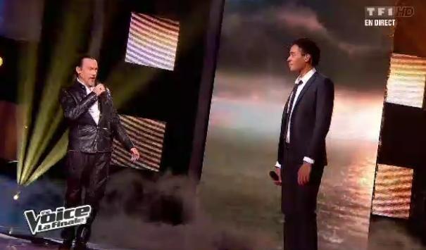Stéphan Rizon chante avec son coach Florent Pagny lors de la finale