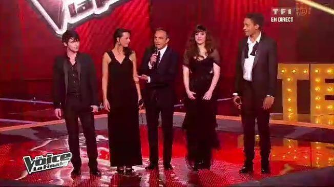 Les 4 finalistes chantent ensemble