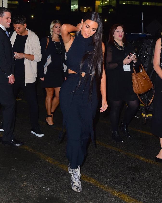 Kim Kardashian attire la lumière sur elle dans les rues de New-York