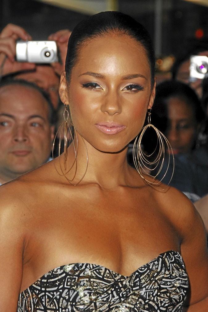 Autobronzant : le bronzage raté d'Alicia Keys