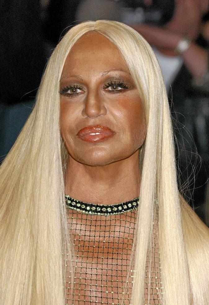 Autobronzant : le bronzage raté de Donatella Versace