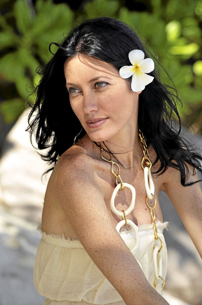 Mareva Galenter à la plage