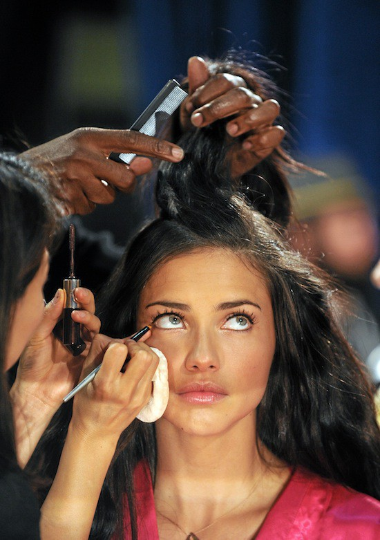 Adriana Lima : Backstage Victoria's Secret.